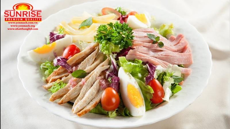 salad thịt gà và trứng
